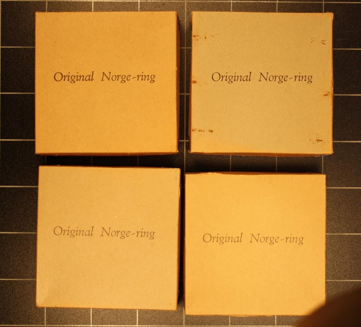 Form: Lave kvadratiske pappesker med innhald. 5 stk. identiske.
