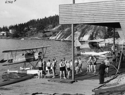 Sjøfly og badegjester på Ingierstrand ved Oslo i 1937
