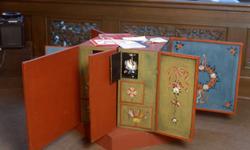 """Undervisnings lådor. Tillfällig utställning """" Museilåda, sko"""