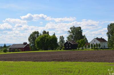 Englaug gård er maleren Edvard Munchs fødested.