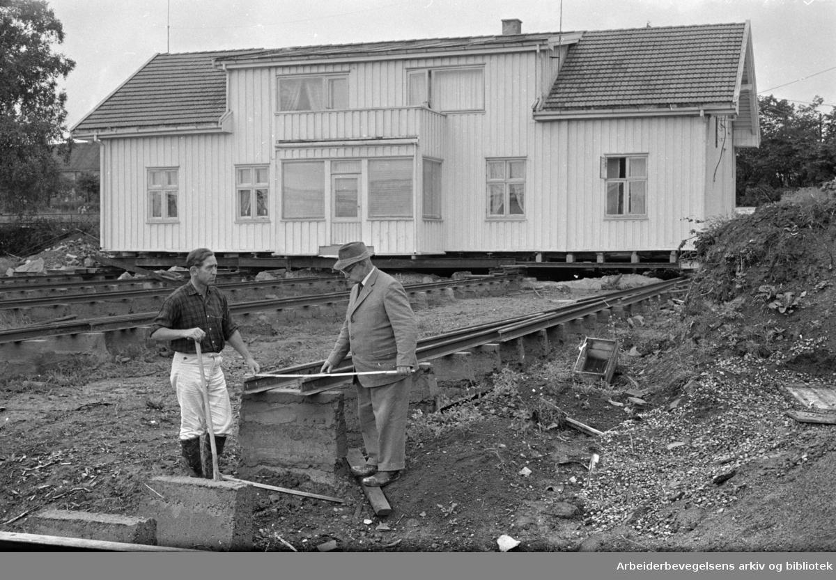 Hovinveien 41, hus flyttes 100 meter.August 1963