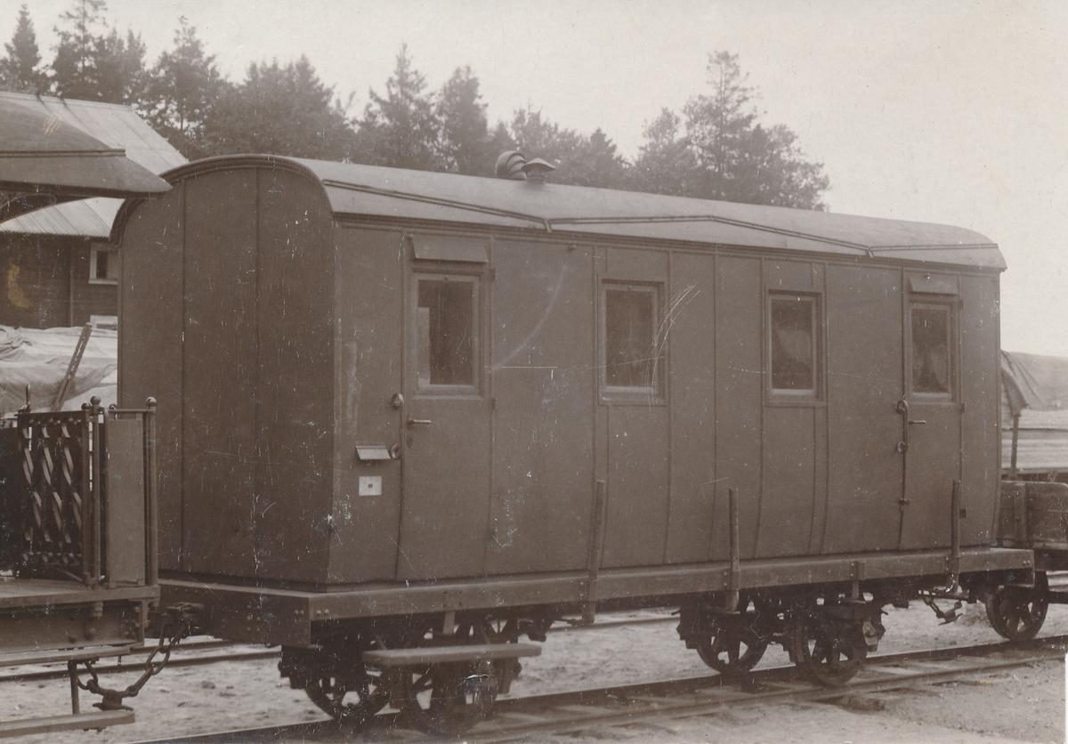 Fotografi av postkupé som trafikerat linjen Dannemora - Harg i norra Uppland.