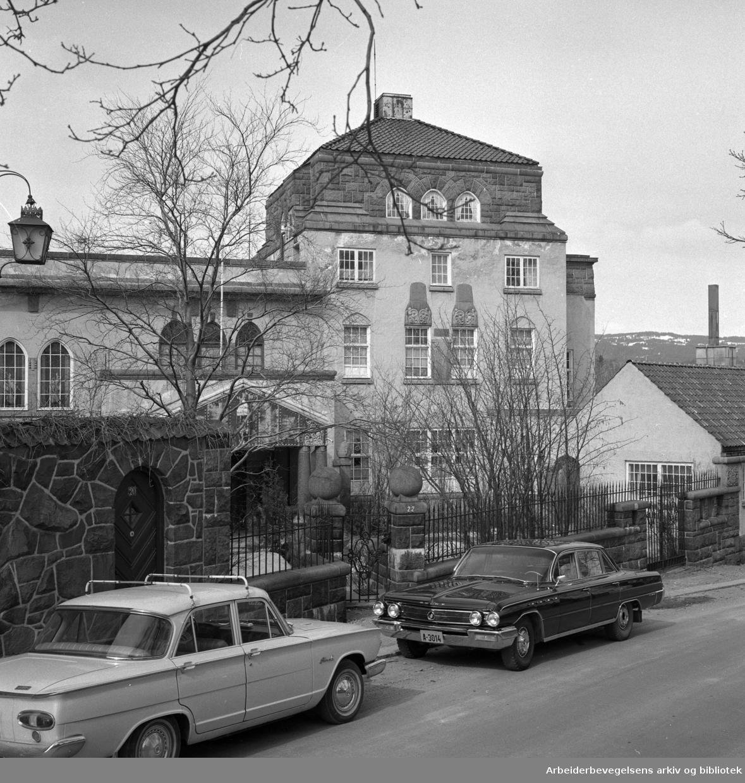 Kristinelundveien 22 på Frogner i Oslo. Villa for skipsreder Mauritz Bryde. Oppført 1916. .Brukt av SS og Gestapo - Polizeigericht Nord under annen verdenskrig..Foto 1965 - 1970.