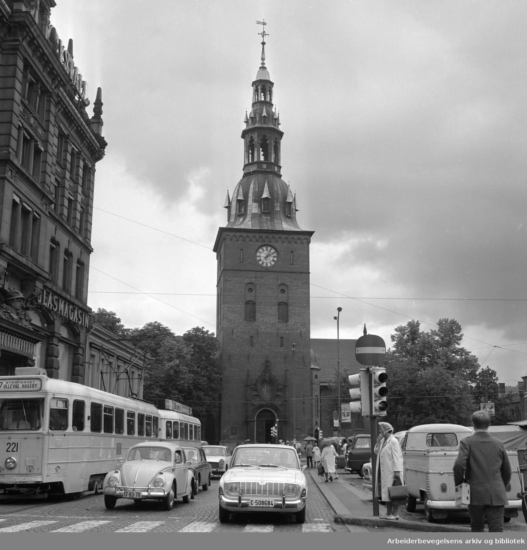 Stortorvet. Oslo Domkirke. Biltrafikk. Trikk..1965 - 1970.