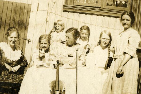 Familiebilde. Stupinngata 10. Foto/Photo