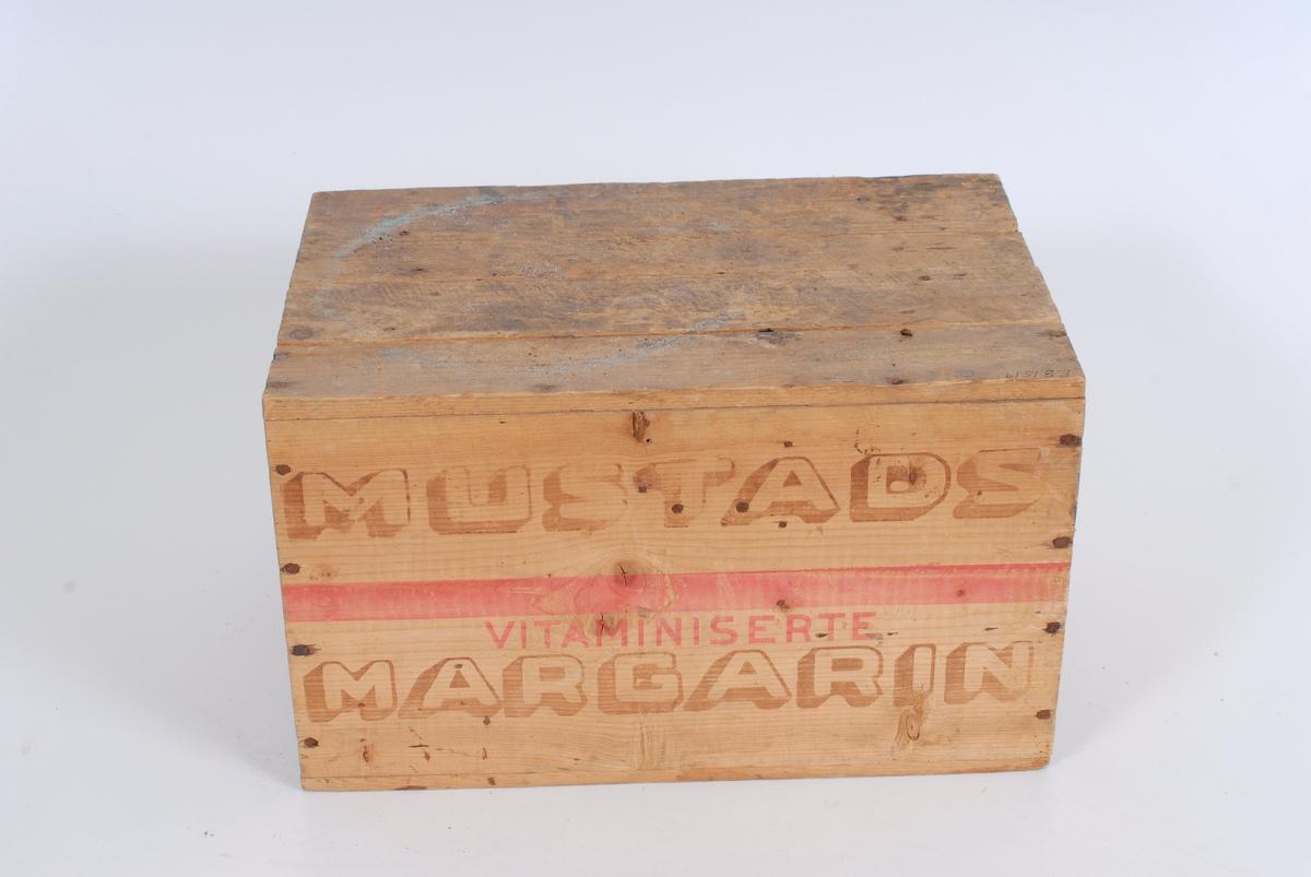 Form: Inne i kassen er det et stort hovedrom og tre mindre rom. EB 01509 - EB 01518 ligger inne i kassen. Kjeller på Tømte.