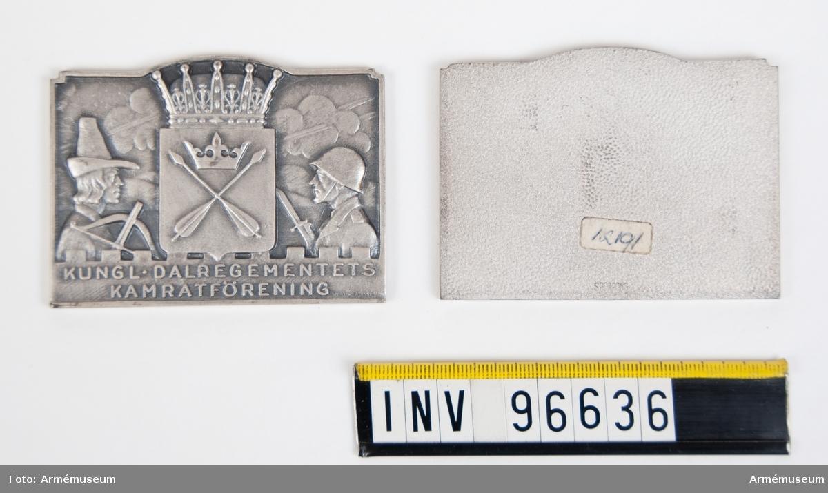 Plaketter i silver för Dalregementets kamratförening. Stans nr 51118. Den ena märkt SPORRONG på baksidan.