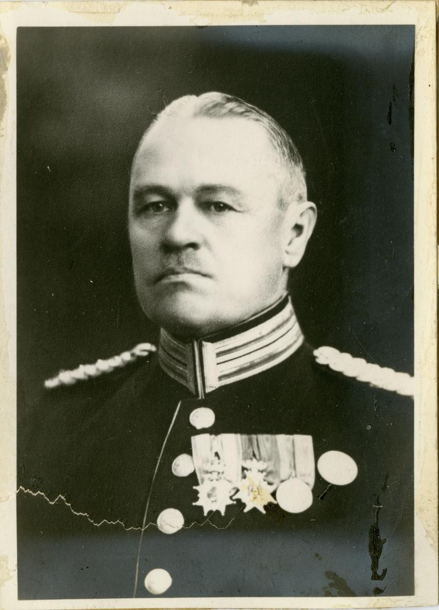 Porträtt av Ernst Filip Vilhelm Hartelius, kapten vid Västmanlands regemente I 18.