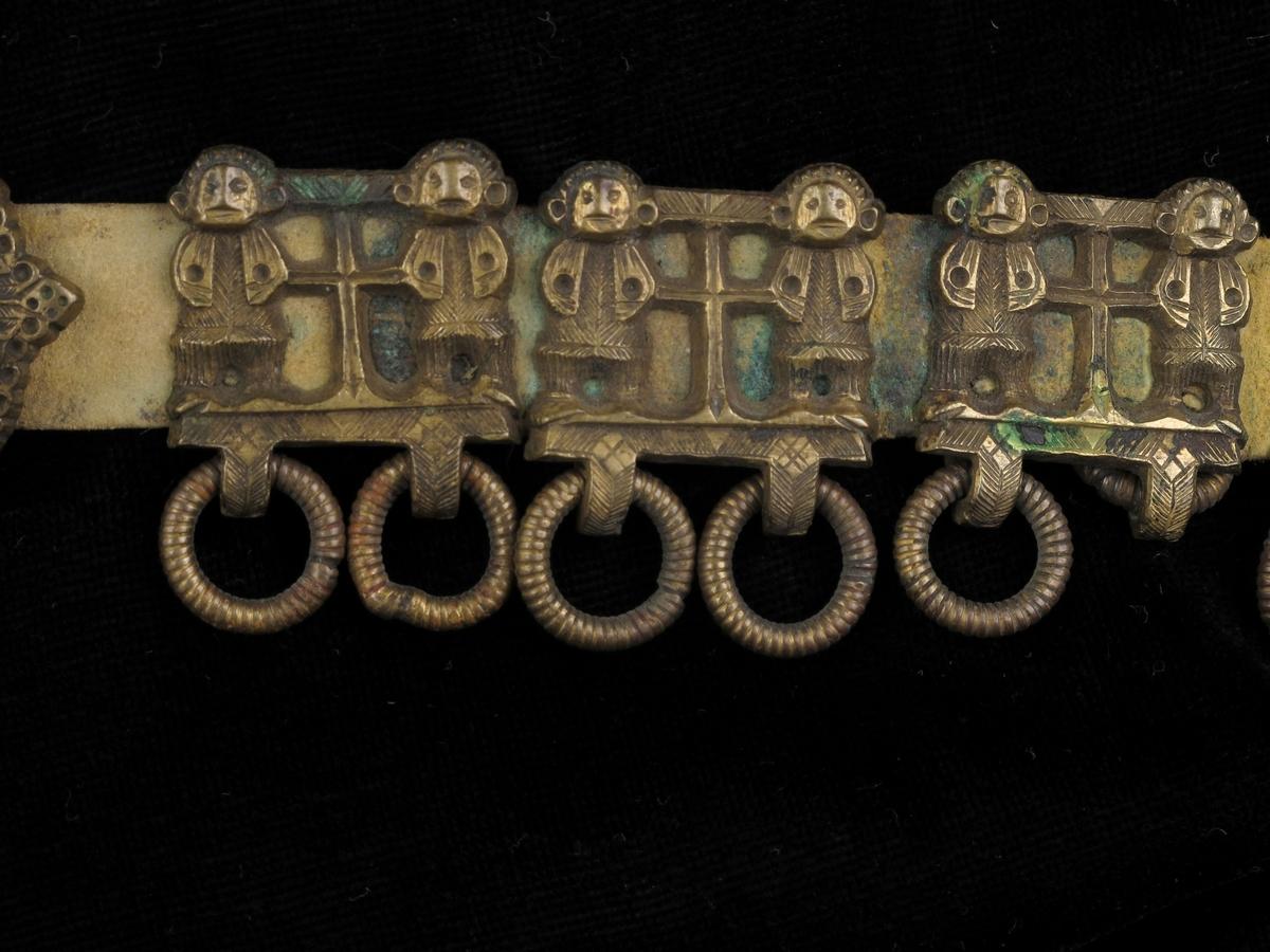 Frontale mannsfigurer med et kors imellom seg