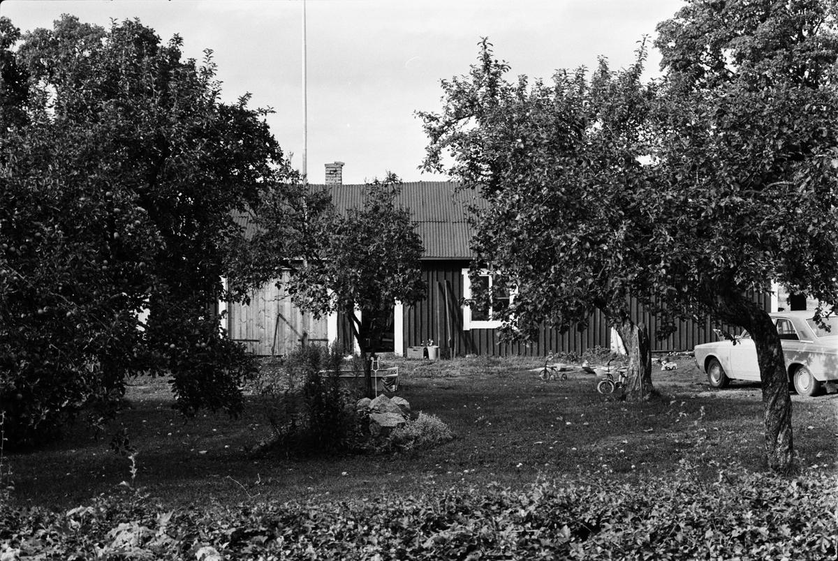 Uthuslänga, Råsta 2:18, Råstaberg, Tensta socken, Uppland 1978