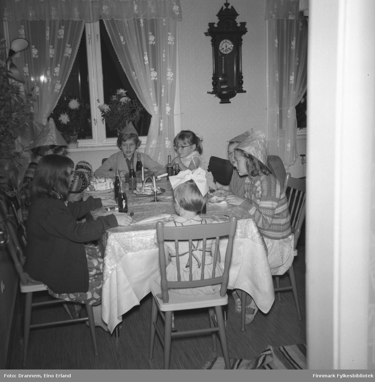 Barneselskap hjemme hos familien Drannem i Hammerfest i anledning Turids fødelsdag.