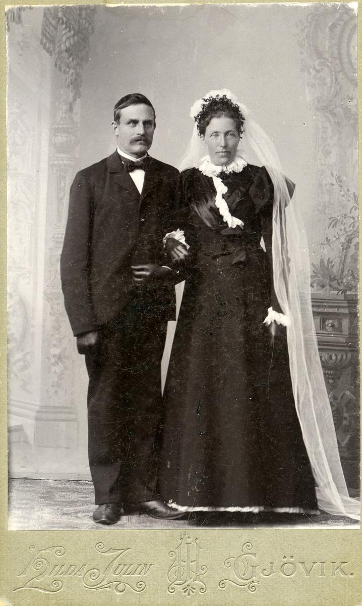 Brudefoto av Hans Islandsmoen og kona Dorthea.