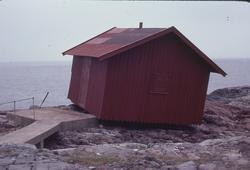 Pater Noster, fyr och fyrplats byggd 1868. Uthus som flyttas