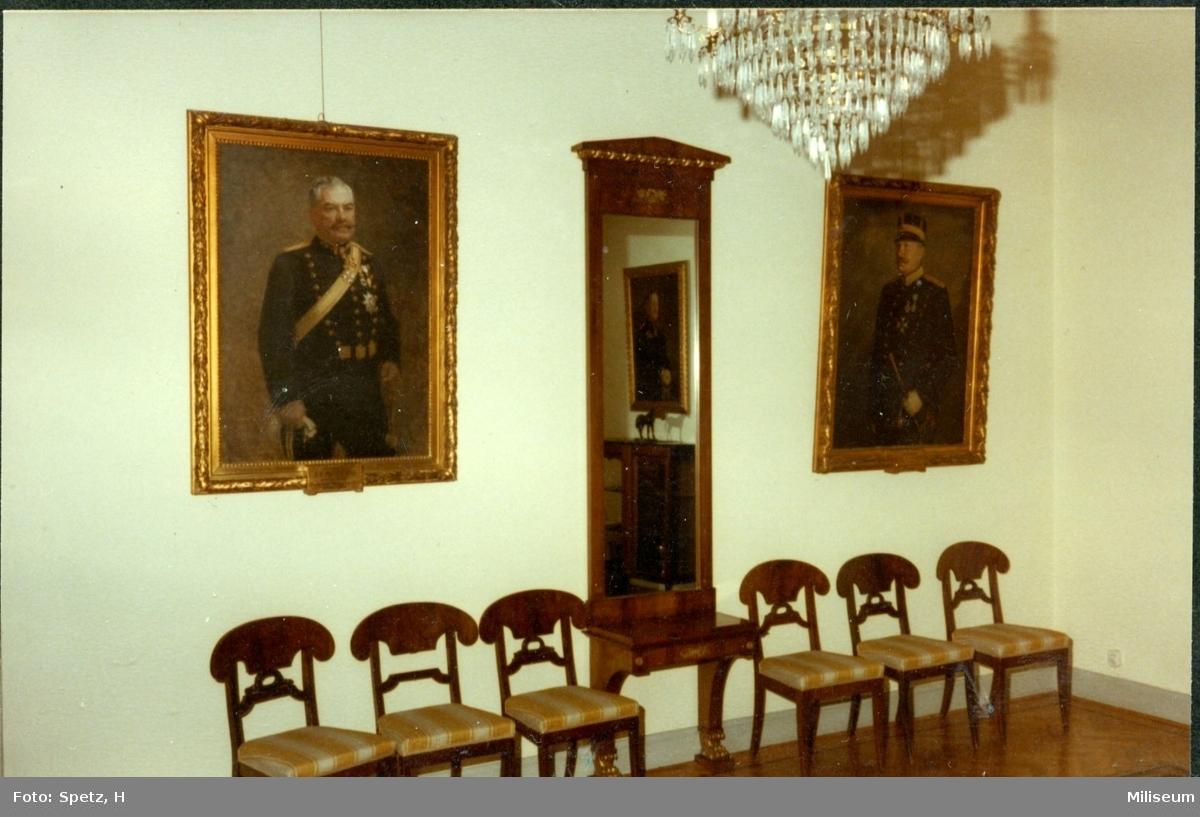 Regementsofficersmässen, A 6, Karl Johans-rummet.