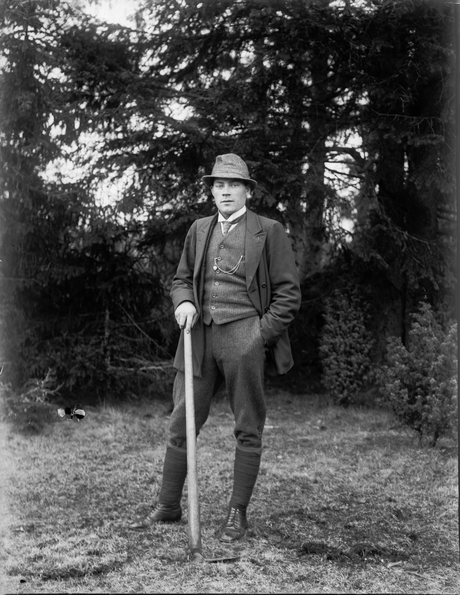 """""""Bertil Nydén Kröcklinge, Köping"""", vid Nybron, Altuna socken, Uppland 1919"""