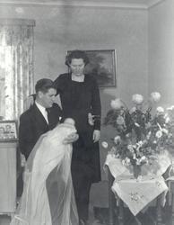 Makarna Linnéa och Seth Nylander med dottern Ingrid Maria.