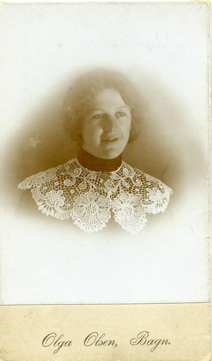 Portretter av Ragnhild Knutsen.