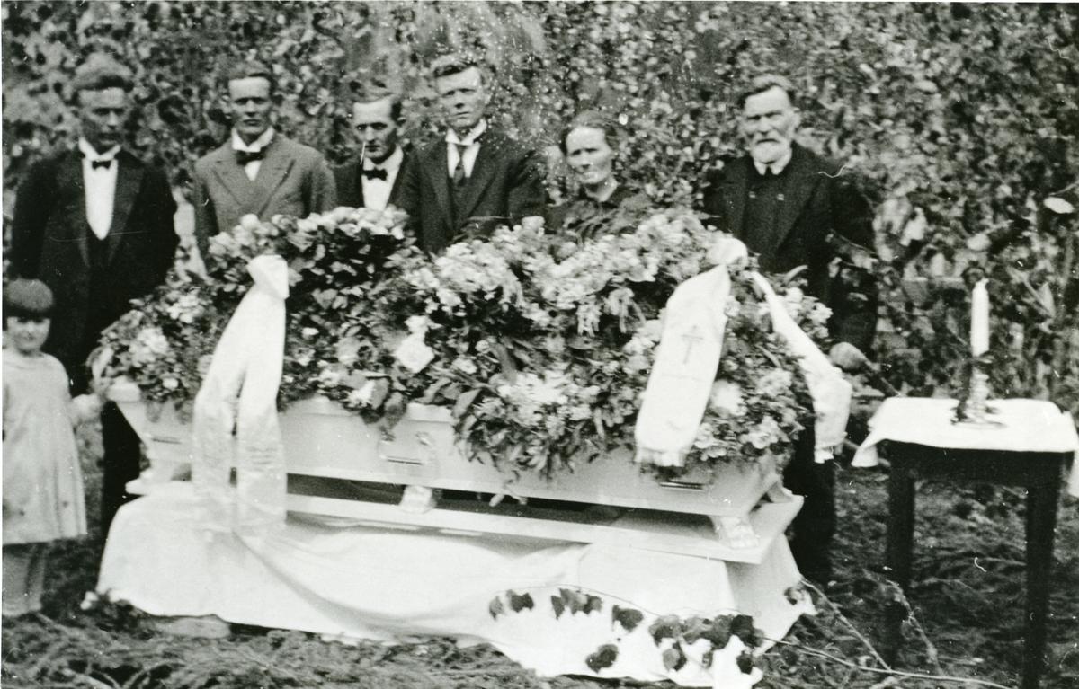 Begravelsen til Siri Olsdatter Koppervik.