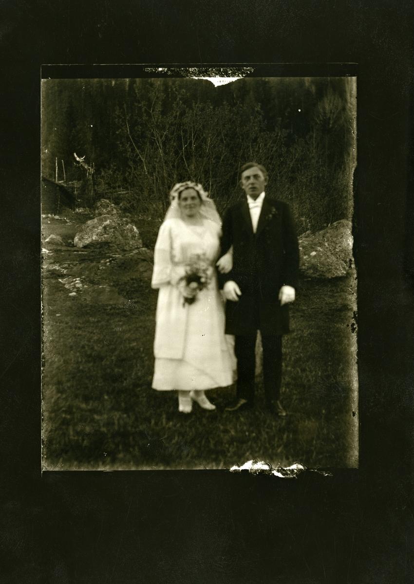 Bryllupsfoto av Engebret og Ingrid Langødegård.