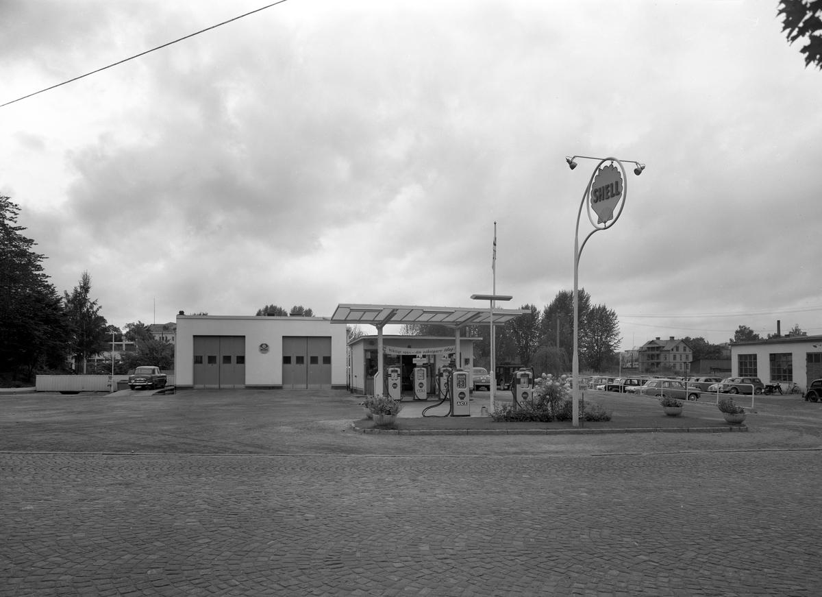 Denna bensinmack i Arvika fastnade på plåten 1958. Jfr med bild arvika345.