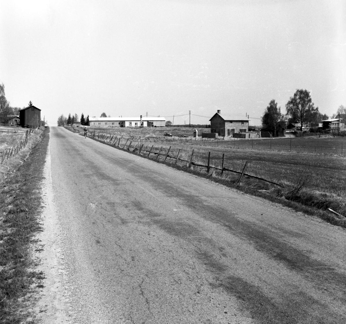 Någonstans i Värmland - från slutet av 1950-talet: Forshaga: Lämna gärna en kommentar om du vet något om bilden.
