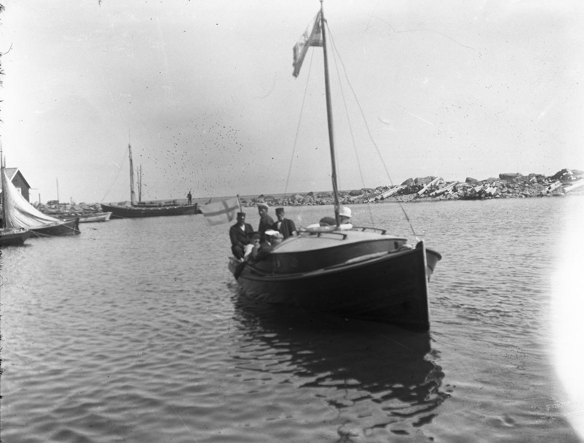 Privatbåt. (Eventuellt vid sågen i Söderhamn)
