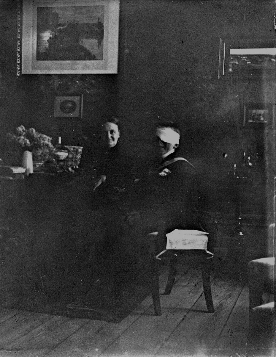 En man och en kvinna. Fotograf Alfred Bergendahl. Givare H Bergendahl.