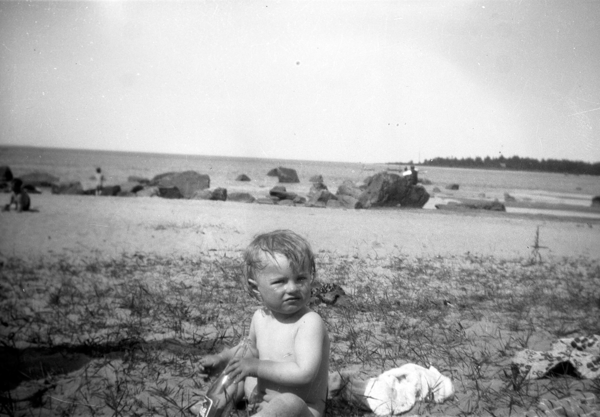 En kusin, Sture Brundin, hälsar på i Rullsand.