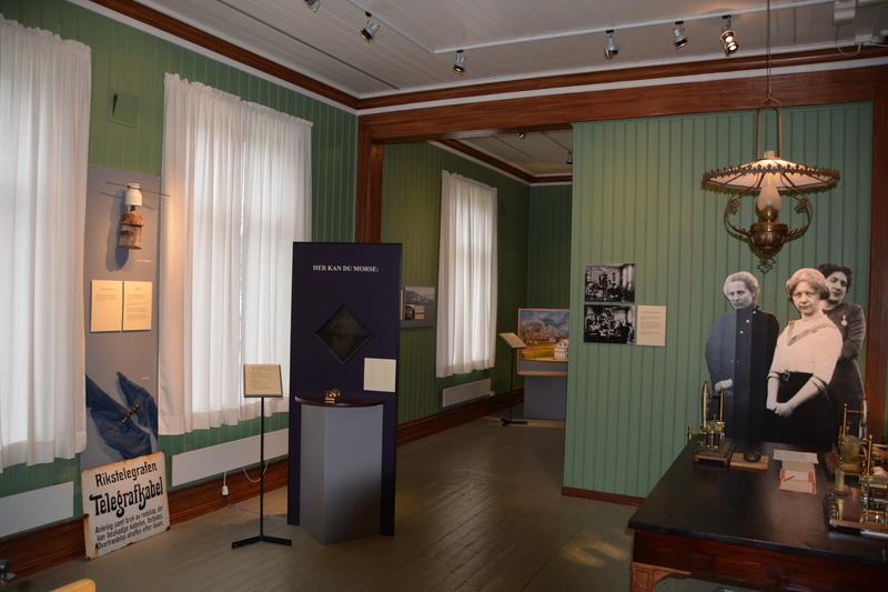 Telegrafstasjoner. Lødingen. Interiør fra Telemuseets utstilling (Foto/Photo)