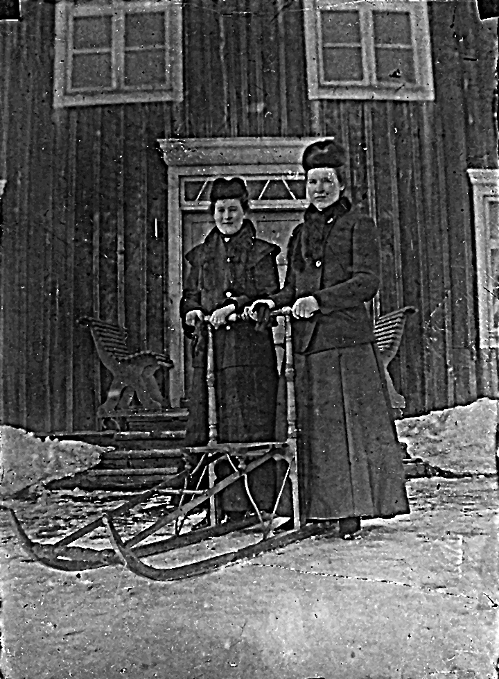 """Edlunds"" i Växbo. Kvinnorna okända."