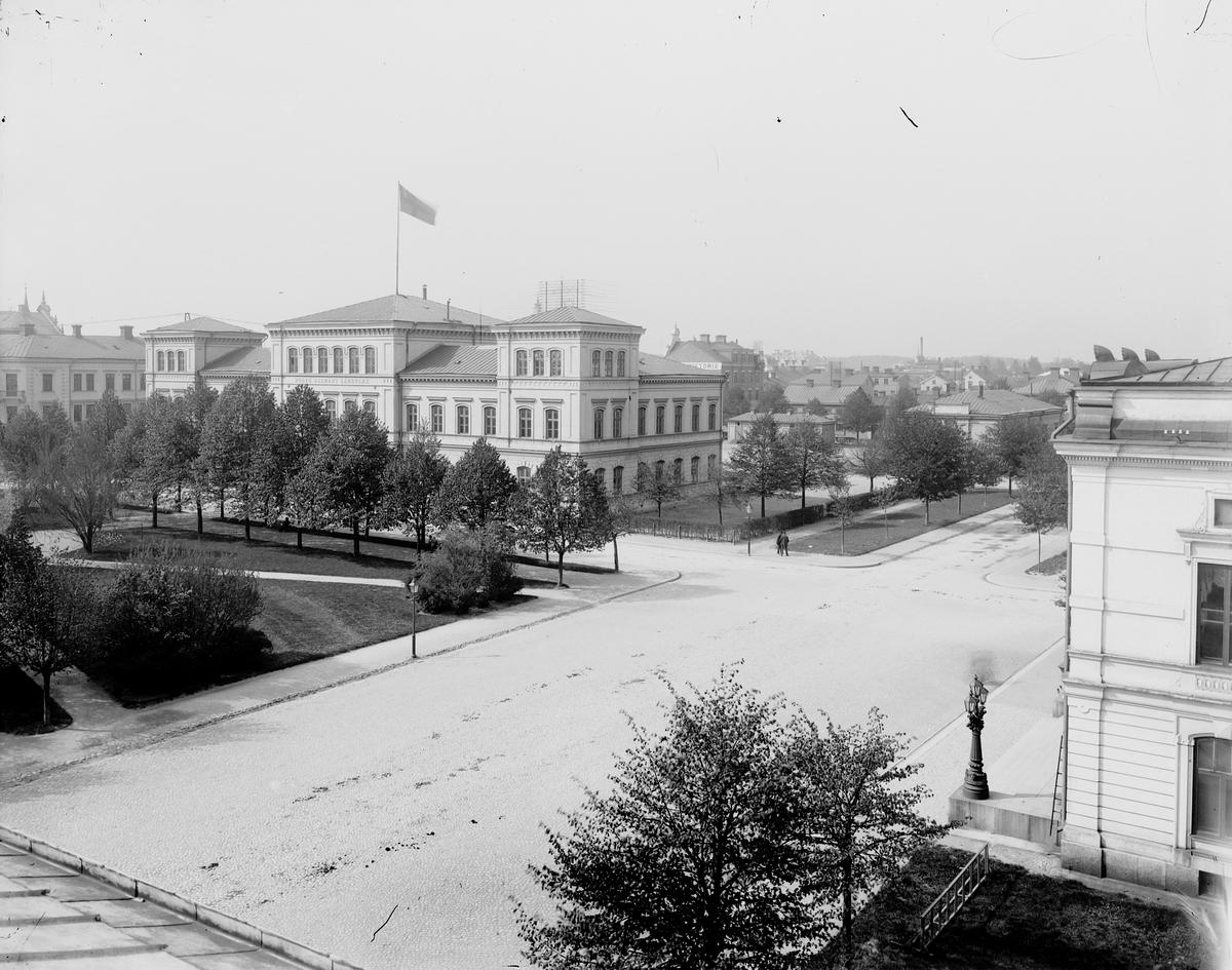 Vasaskolan, Högre Allmänt Läroverk. Vid Norra Kungsgatan i den sk Luthska trädgården byggdes nytt skolhus som invigdes 1873. Om- och påbyggnad och ett nygg gymnastikhus invigdes 1914.