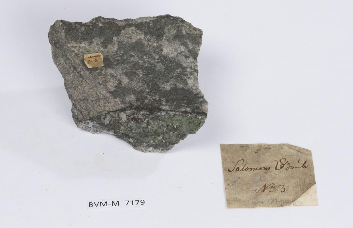 Etikett på prøve: Salomons Gr. 3.  Etikett i eske: Salomons Grube  No. 3