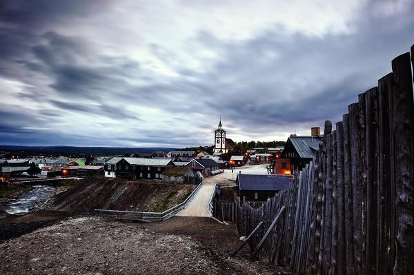 <p>Rørosmuseet har en betydelig samling av bygninger, tekniske anlegg, kulturhistoriske gjenstander, foto, kart, tegninger, arkivmateriale, fra bergstaden Røros og bygdene rundt.</p>