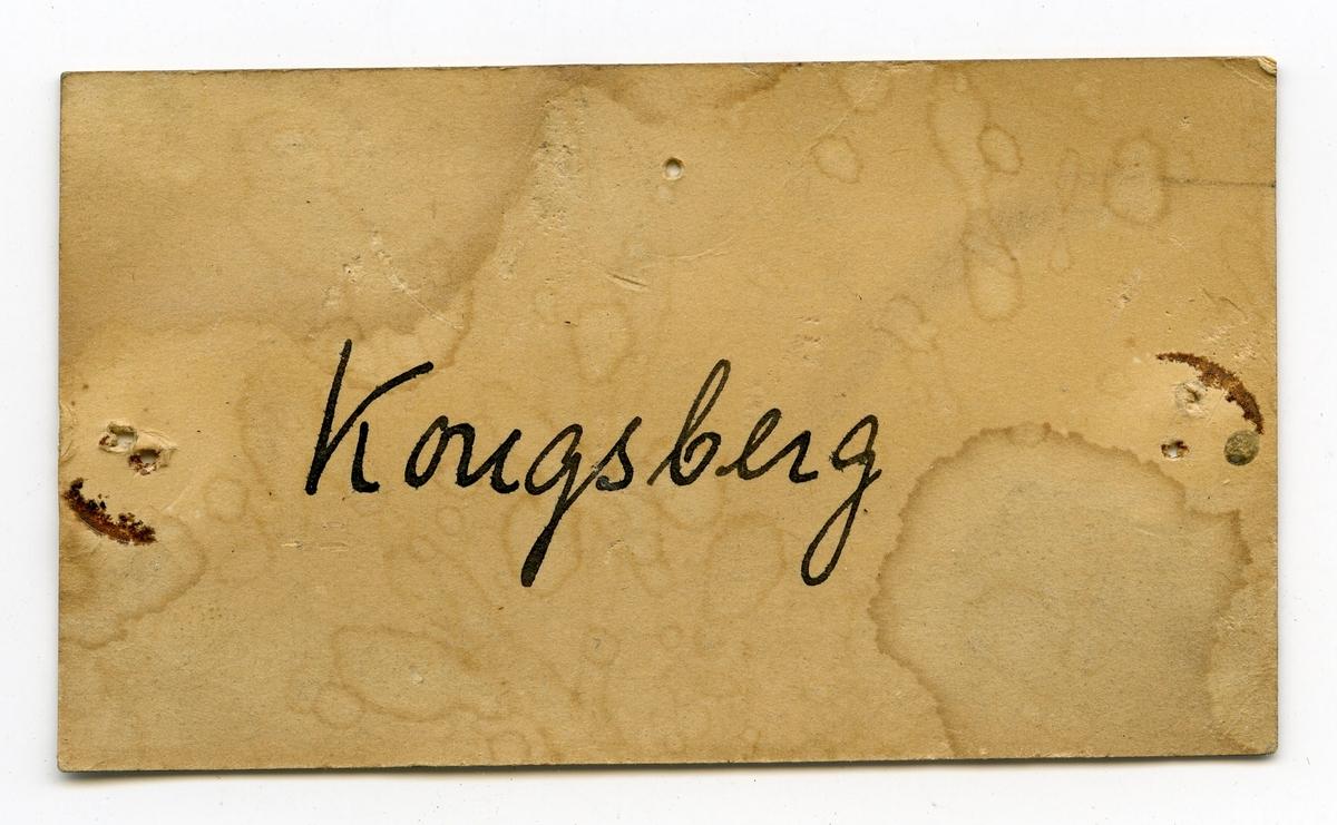 To lapper i eske:  Lapp 1: M.G. vestover fra 0 punktet (sølvføringen beg.) No 1 - 0.  Lapp 2: Kongsberg