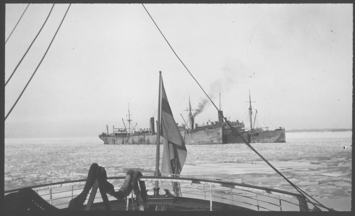 Tyska transportfartyg, fotograferade från svenskt fartyg vid Åland i mars 1918