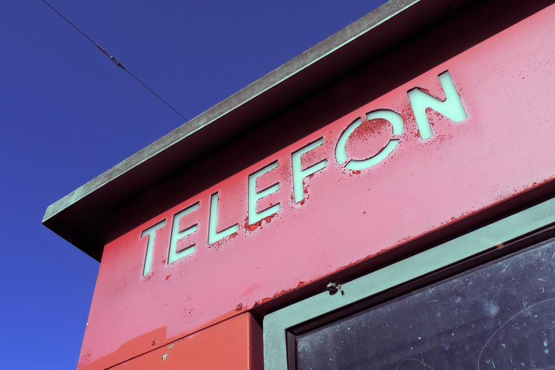 Røde telefonkiosker. RIKS detalj (Foto/Photo)