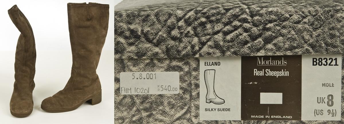 Typiske Morland støvletter i semsket skinn. Høye med glidelås i siden