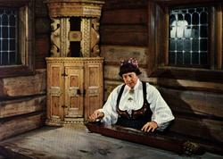 Postkort, Kvinne med langleik. Utstilling NF.