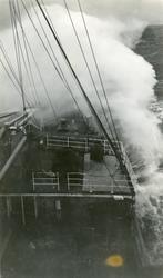 D/S Stavangerfjord i storm. vinteren 1937.