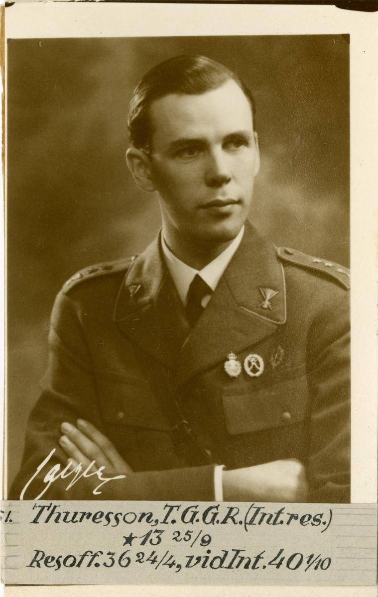 Porträtt av Tage Georg Gustaf Reinhold Thuresson, kapten vid Intendenturkåren.