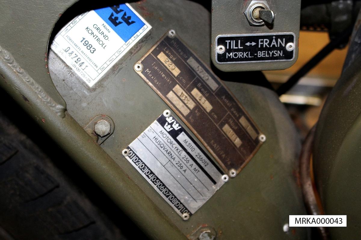 Data: Motor: 1 cyl Husqvarna 250 cc Effekt: 15,4 hk Drivmedel: Bensin med 4% oljeinblandning Tankvolym: 12,4 liter Elsystem: 12 volt, svänghjulsgenerator Bromssystem: Mekaniska trumbroms fram och bak Kraftöverföring: 4-växlar manuell låda Passagerare: 1 st