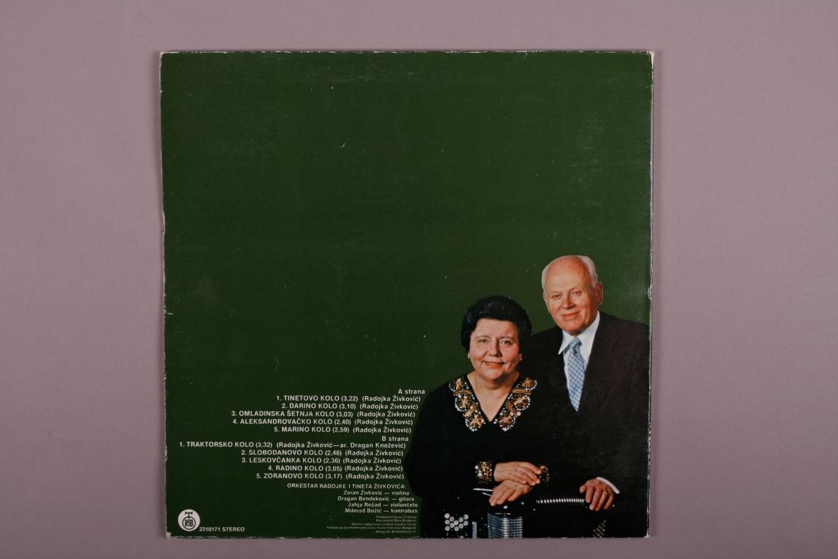 Dobbelt plateomslag i papp, grammofonplate i svart vinyl i plastlomme.