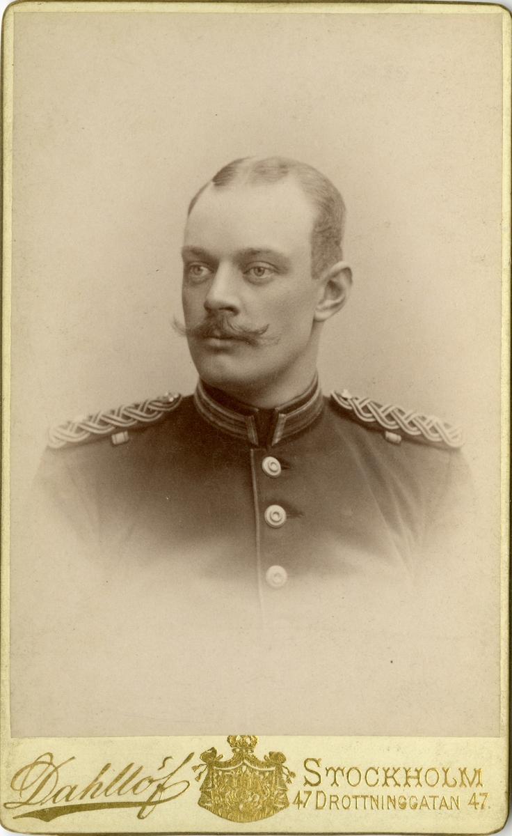 Porträtt av Ivar Gustaf Olof Wijk, underlöjtnant vid Närkes regemente I 21.