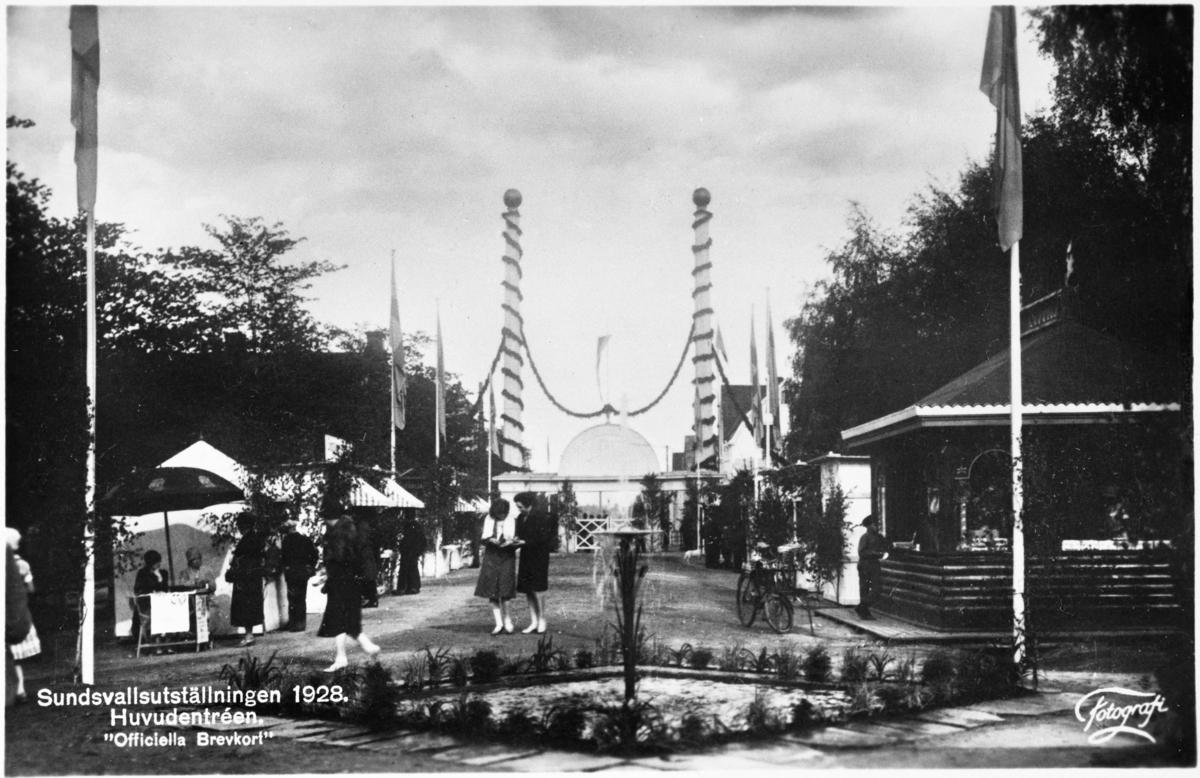 Sundsvallsutställningen 1928, smyckad huvudentré, som ritades av stadsarkitekt Natanael Källander. Vykort.