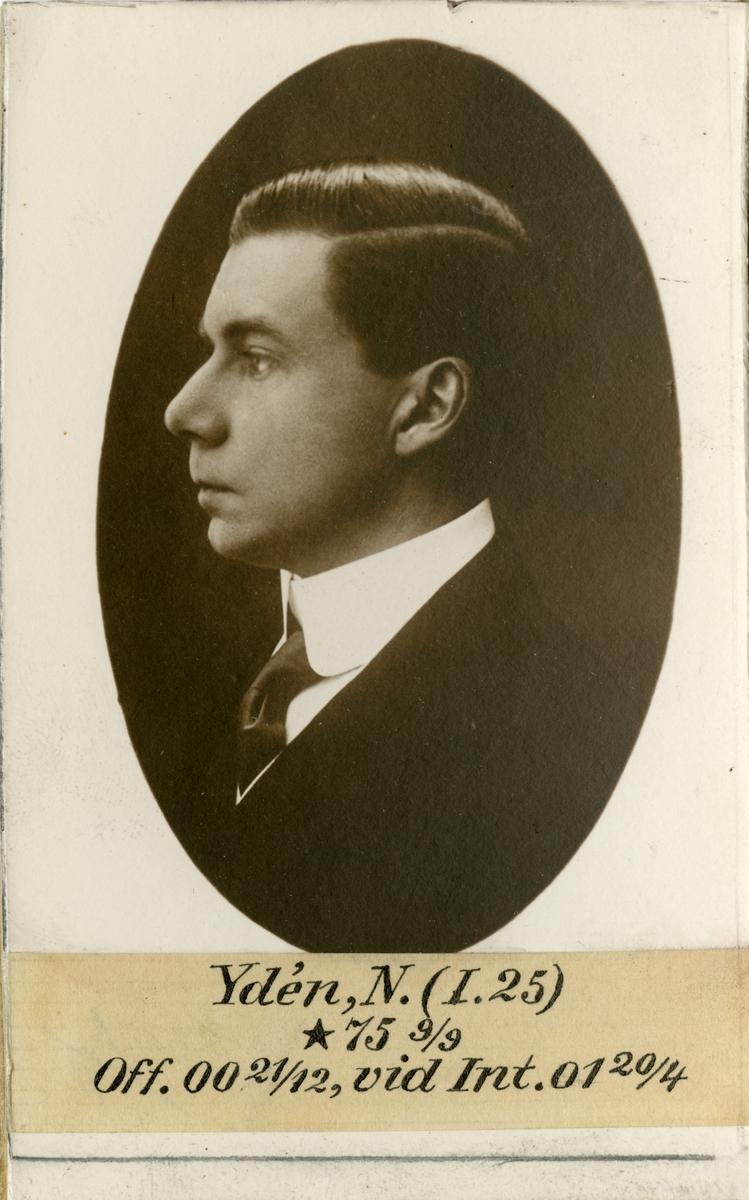 Porträtt av Nils Ydén, officer vid Södra skånska infanteriregementet I 25 och Intendenturkåren.