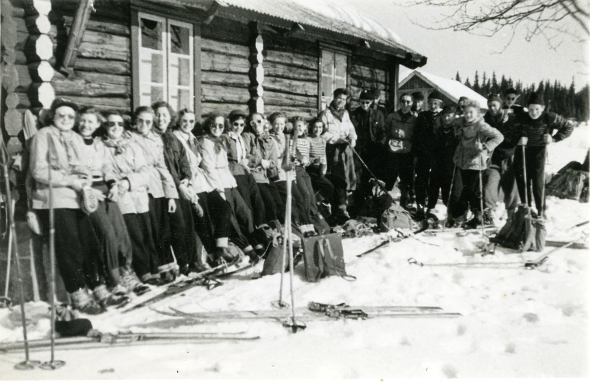 Framhaldsskolen på skitur, 1953/54.