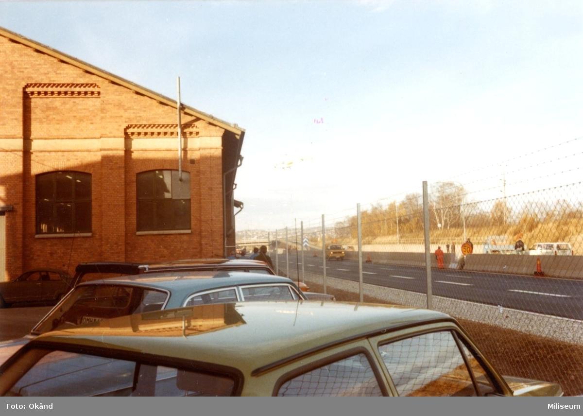 Miloverkstaden, A 6 och motorvägen mot väster.