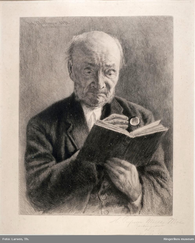 Aasen var fødd i Ørsta 5. august 1813 og døydde i Kristiania 23. september 1896.  Ivar Andreas Aasen (1813-1896) var språkforskar, språkgrunnleggjar og diktar. Han endra den språklege framtida i Noreg, forma skriftspråket nynorsk på grunnlag av talemål frå heile landet, og skreiv folkekjære songar som «Nordmannen» («Mellom bakkar og berg»). I 1842 tok han til på det arbeidet som resulterte i skriftspråket landsmål, tufta på Norsk Grammatik (1864) og Norsk Ordbog (1873).