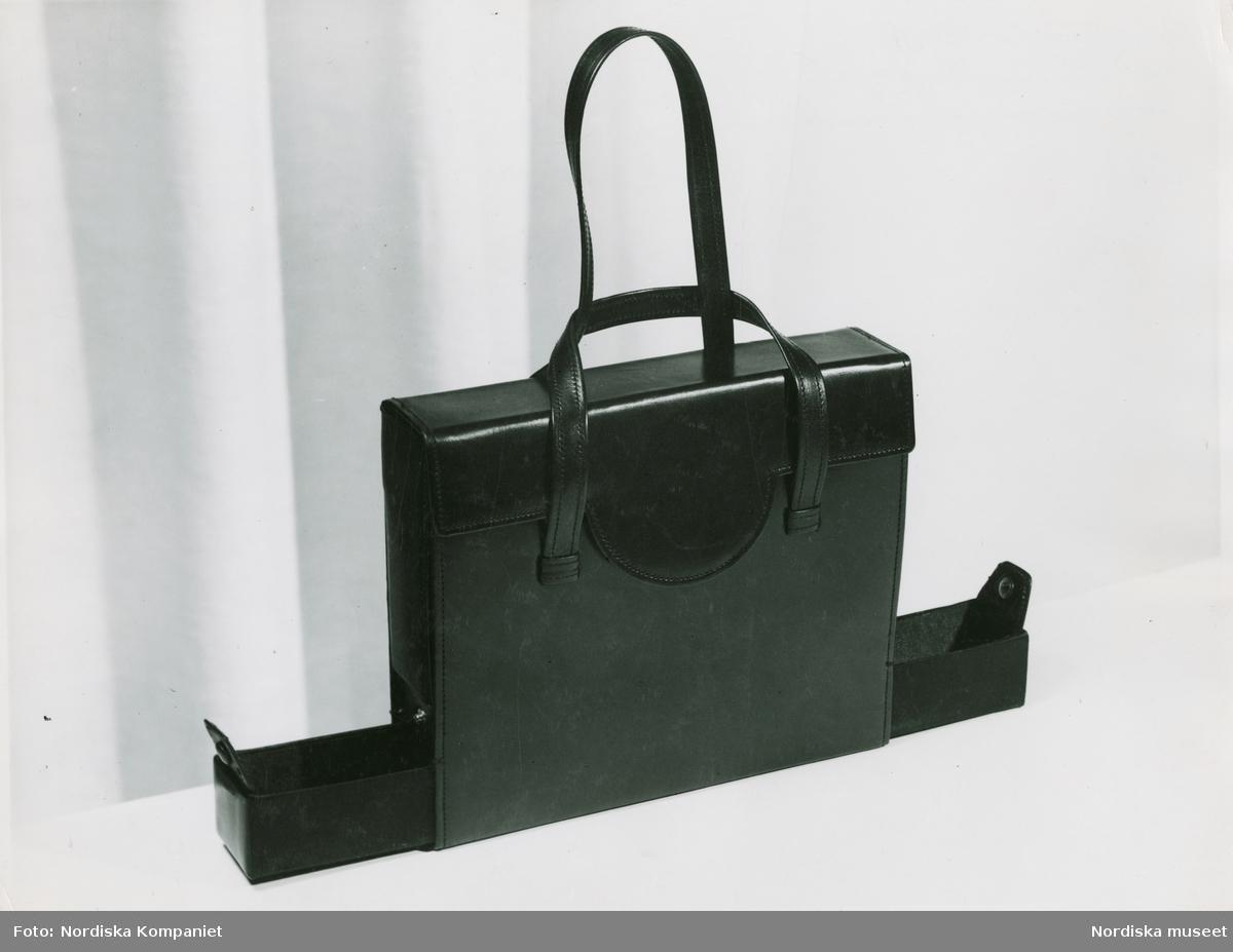 Väska med fack. Nordiska museet DigitaltMuseum