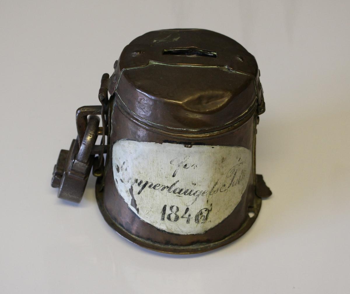 Kobberbørse (pengebørse) for skipperlaugets  fattige 1846.